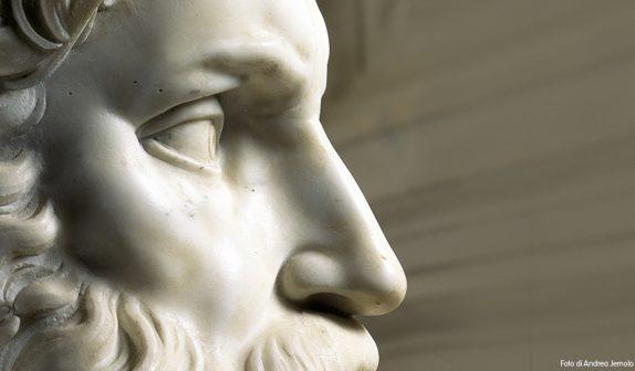 Il Mosè di Michelangelo risplende sotto la luce del 1500